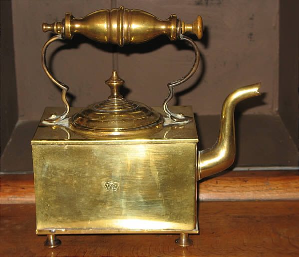 Square brass kettle VR (very rare?)