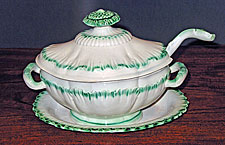 Green shell-edge sauce tureen, ladle and underplate.